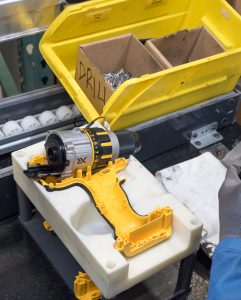 dewalt-20v-max-brushless-premium-drill-usa-assembly-gearbox-attachment