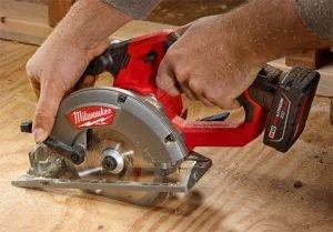 milwaukee-m12-fuel-circular-saw-cutting-sheet-goods